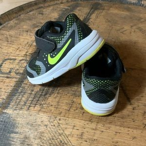 Nike baby sneakers easy on easy off size 4C EUC